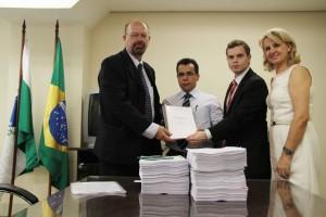 Relatório final da CPI do Transporte Coletivo foi entregue à Procuradoria Federal no Paraná. (Foto – Adriano Rabiço/CMC)