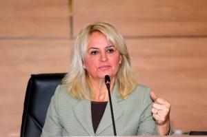 Noemia Rocha encaminhou requerimento ao Executivo pedindo mudança no horário de linhas de ônibus do terminal do Capão Raso. (Foto – Anderson Tozato/CMC)
