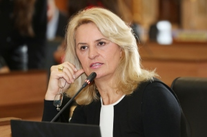 A vereadora Noemia Rocha questionou se haverá a redução de repasses do Executivo para o ICI. (Foto: Andressa Katriny/CMC)