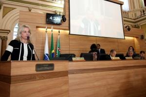 Noemia Rocha criticou o fato de o projeto ser votado mesmo com a suspensão da licitação. (Foto – Andressa Katriny/CMC)
