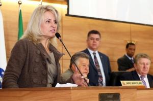"""Falta orçamento para o asfalto"", afirmou Noemia Rocha. (Foto – Andressa Katriny/CMC)"