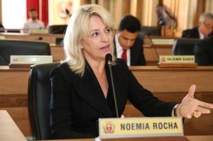 """""""Se cada residência gerasse 10% a menos de lixo, a prefeitura economizaria R$ 2 milhões por mês"""", calculou Noemia Rocha. (Foto – Andressa Katriny/CMC)"""