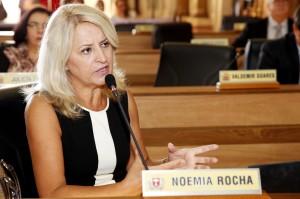 No entendimento de Noemia Rocha, se o parecer da Comissão de Legislação foi pela derrubada do veto, o plenário também deveria rejeitá-lo. (Foto – Chico Camargo/CMC)