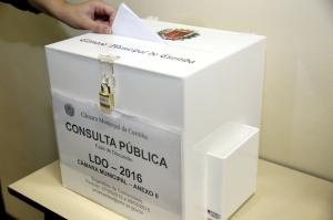 Para aprimorar o processo de participação popular a Câmara Municipal de Curitiba mandou confeccionar novas urnas para o recebimento das sugestões populares ao orçamento 2016. (Foto: Andressa Katriny/CMC)
