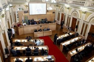 Com 32 votos favoráveis, a Câmara de Curitiba foi unânime na aprovação do Plano Municipal de Educação (PME) em segundo turno. (Foto: Andressa Katriny/CMC)