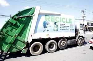Veículos do sistema municipal de coleta de lixo podem ser obrigados a ter GPS e tacógrafo, a partir da próxima licitação. (Foto: Chico Camargo/CMC)
