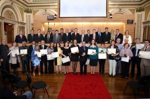 Em solenidade na Câmara Municipal, 18 servidores públicos foram homenageados. (Foto: Andressa Katriny/CMC)