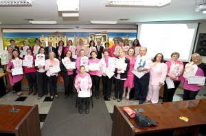 Diversos voluntários foram homenageados na Câmara Municipal. (Foto: Chico Camargo/CMC)
