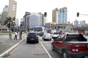 Já contemplada nas diretrizes da mobilidade urbana, a segurança no trânsito foi incluída na política de segurança cidadã. (Foto: Chico Camargo/CMC)